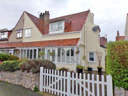3 Bedrooms Semi Detached House for sale in Church Drive, Rhos on Sea, Colwyn Bay, Conwy, LL28