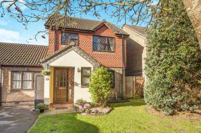 3 Bedrooms Detached House for sale in Lott Meadow, Aylesbury, Buckinghamshire, England