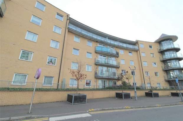 2 Bedrooms Flat for sale in Berberis House, Highfield Road, Feltham