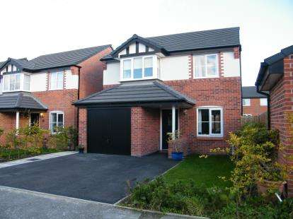 3 Bedrooms Detached House for sale in Wells Avenue, Lostock Gralam, Northwich, Cheshire