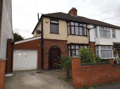 3 Bedrooms Semi Detached House for sale in Putteridge Road, Luton, Bedfordshire