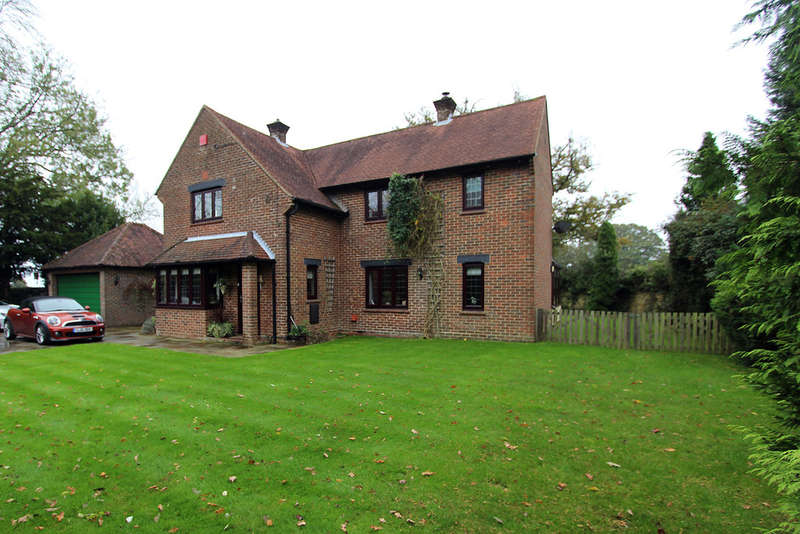 4 Bedrooms Detached House for sale in Botley Road, Curdridge