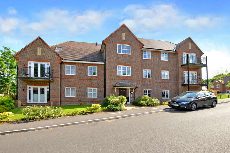 2 Bedrooms Flat for sale in Keaver Drive, Frimley