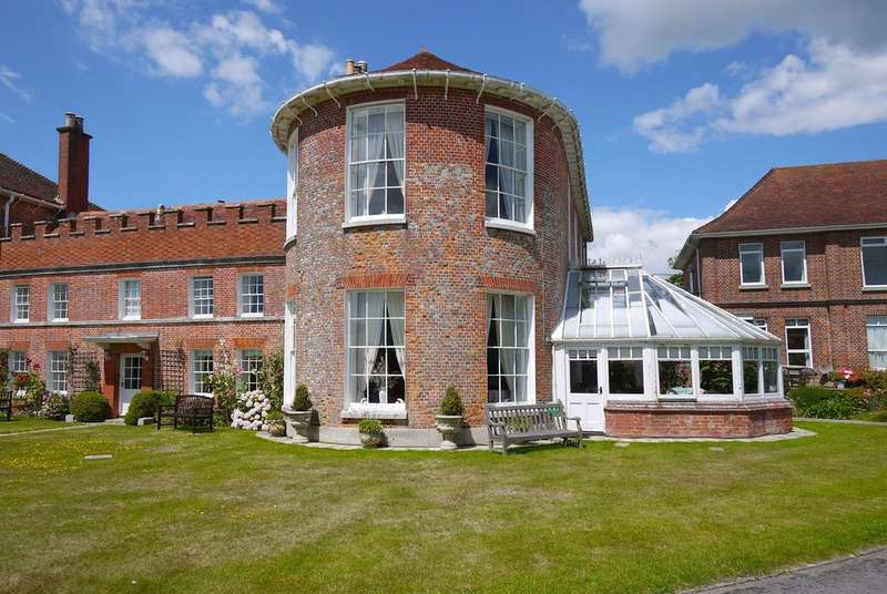 4 Bedrooms Town House for sale in Church Hill, Milford on Sea, Lymington, Hampshire