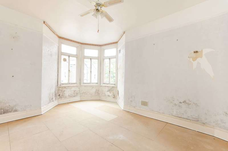 4 Bedrooms Maisonette Flat for sale in Chapter Road, Willesden Green, NW2