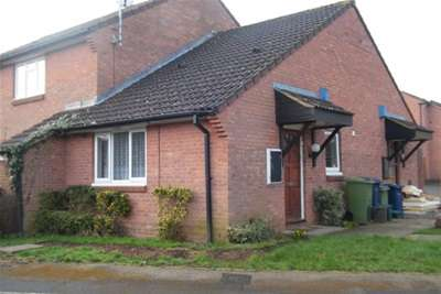 Bungalow for rent in Dowding Way, Churchdown