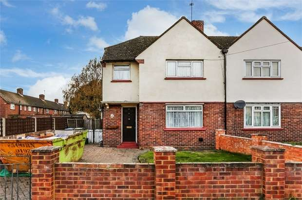 3 Bedrooms Semi Detached House for sale in Mead Road, Hersham, WALTON-ON-THAMES, Surrey