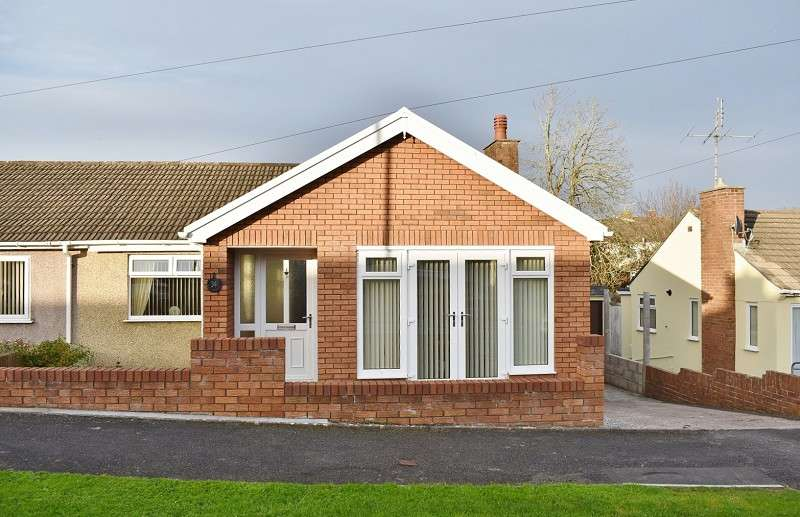 3 Bedrooms Semi Detached Bungalow for sale in Oaklands Avenue, Bridgend. CF31 4ST