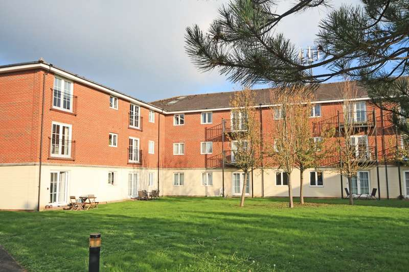 2 Bedrooms Flat for sale in Arundel Court, Brookers Road, Billingshurst, RH14