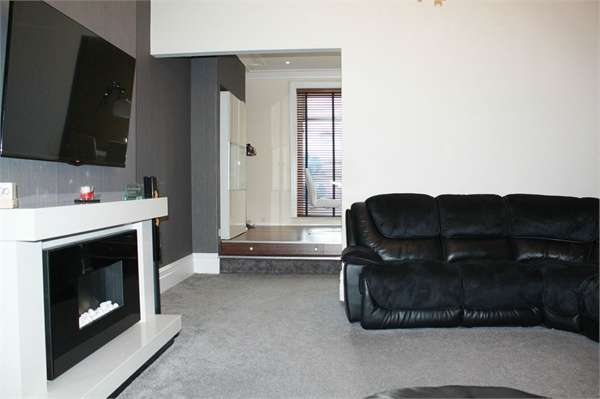 4 Bedrooms End Of Terrace House for sale in Shaw Road, Blackpool, Lancashire