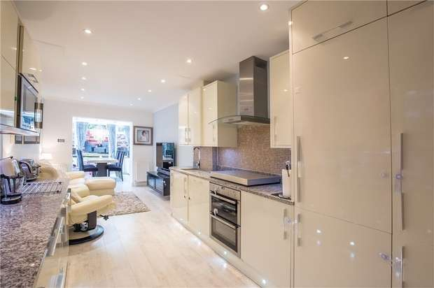 2 Bedrooms Flat for sale in Hale Lane, Mill Hill, NW7