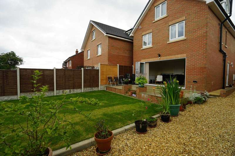 5 Bedrooms Detached House for sale in Whitehall Lane, Blackrod