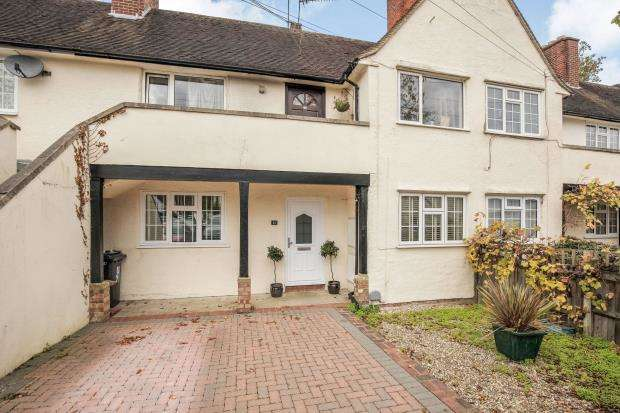 2 Bedrooms Maisonette Flat for sale in West Byfleet, Surrey