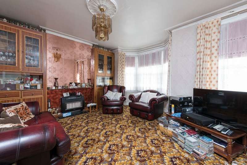 4 Bedrooms Terraced House for sale in Harbut Road, Battersea, London