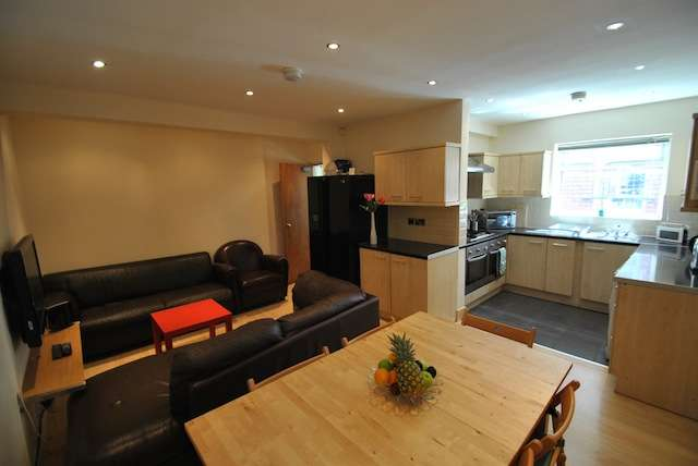 6 Bedrooms Semi Detached House for rent in Parrs Wood Road, Fallowfield, Manchester, M20 3FP