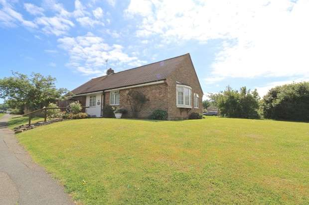 3 Bedrooms Bungalow for sale in Wannock Gardens, Wannock, Polegate, BN26