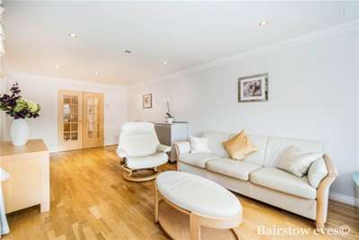 2 Bedrooms Flat for rent in Chartwell Place Xmas Deals for tenants