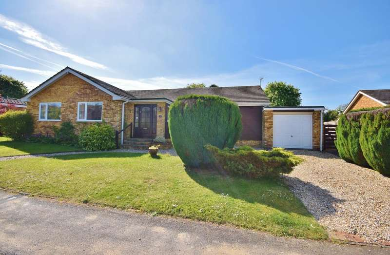 4 Bedrooms Bungalow for sale in Oakley, Basingstoke, RG23