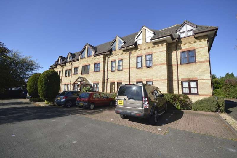 2 Bedrooms Flat for sale in North Orbital Road, Watford, WD25