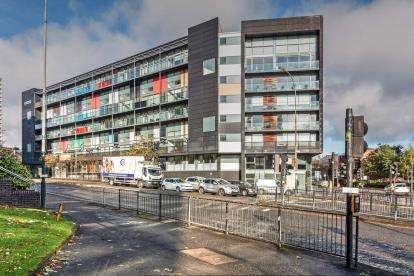 3 Bedrooms Flat for sale in Cowcaddens Road, Glasgow