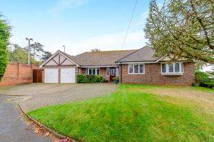 4 Bedrooms Bungalow for sale in Castle Dene, Maidstone, Kent