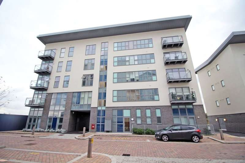2 Bedrooms Flat for sale in Wainwright Avenue, Greenhithe, DA9