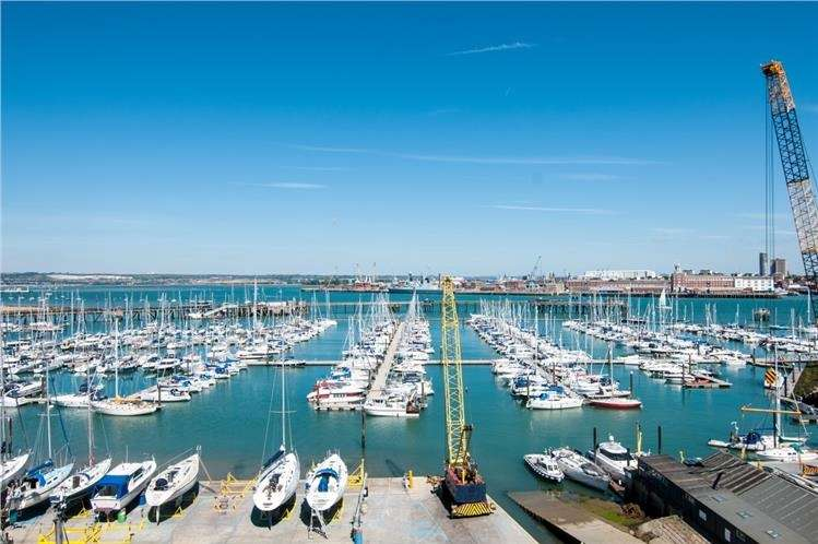 2 Bedrooms Retirement Property for sale in Harbour Road, Gosport