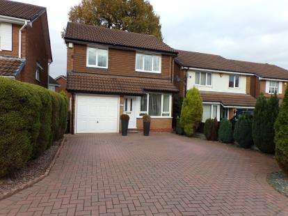 3 Bedrooms Detached House for sale in Holly Dell, Kings Norton, Birmingham
