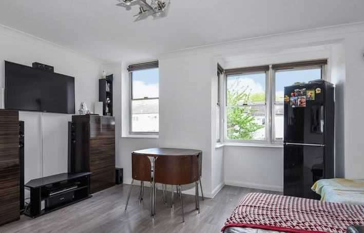 1 Bedroom Apartment Flat for sale in Adelaide Road, London