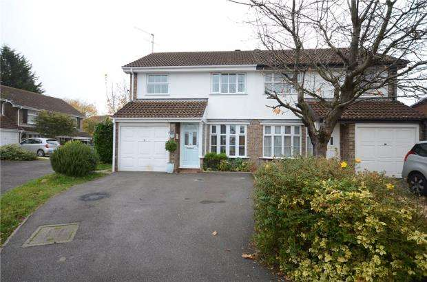 3 Bedrooms Semi Detached House for sale in Oak Drive, Woodley, Reading