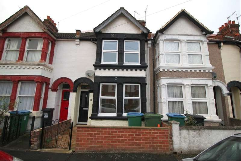 3 Bedrooms Property for sale in Kensington Avenue, Watford, WD18