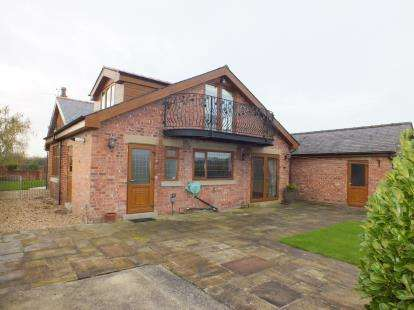 4 Bedrooms Detached House for sale in Lodge Lane, Farington Moss, Leyland, Lancashire