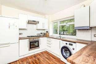 2 Bedrooms Flat for sale in Silverwood Close, Beckenham, Kent, .