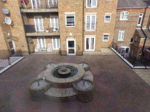 2 Bedrooms Flat for sale in Dormans Yard, Victoria Road, Ramsgate, Kent