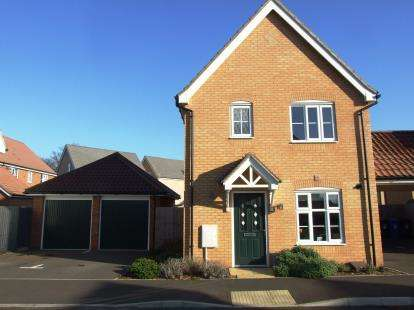 3 Bedrooms Detached House for sale in Red Lodge, Bury St. Edmunds, Suffolk