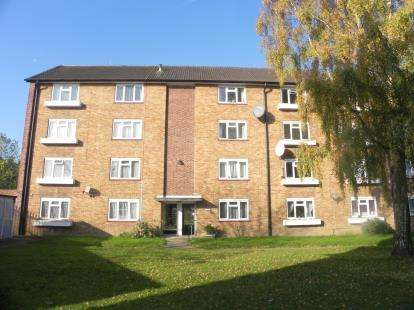 2 Bedrooms Flat for sale in Capel Close., Whetstone, London