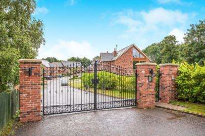 4 Bedrooms Link Detached House for sale in Reedymoor, Westhoughton, Bolton, Greater Manchester, BL5