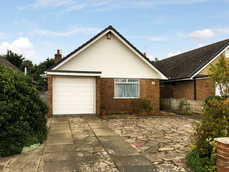 3 Bedrooms Bungalow for sale in Freckleton Road, Marshside, Southport