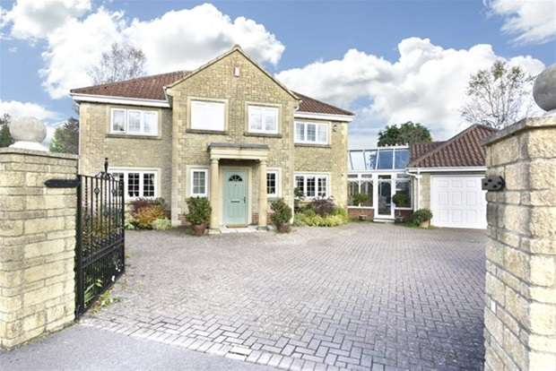 4 Bedrooms Detached House for sale in High Street, Chapmanslade, Westbury