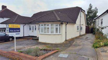 4 Bedrooms Semi Detached Bungalow for sale in Borkwood Way, Orpington