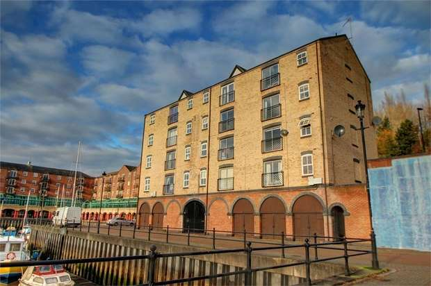2 Bedrooms Flat for sale in The Moorings, St Peters Basin, Newcastle Upon Tyne, UK