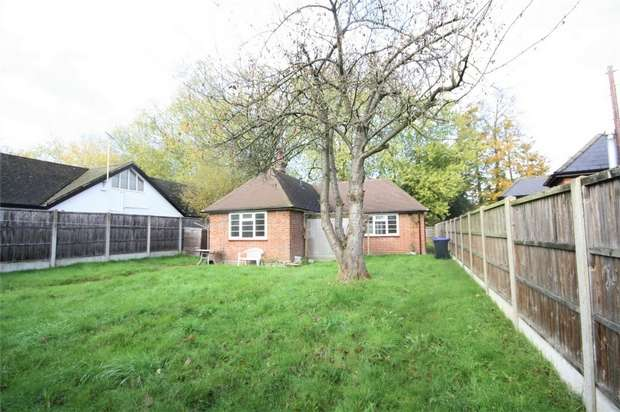 2 Bedrooms Detached Bungalow for rent in Village Road, Denham, UXBRIDGE, Buckinghamshire