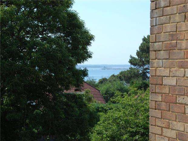 2 Bedrooms Flat for sale in Lilliput, Poole, Dorset, BH14