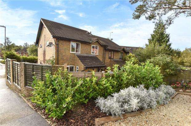 2 Bedrooms Terraced House for sale in Hexham Close, Heath Park, Sandhurst