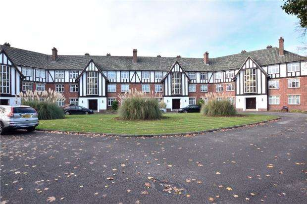 2 Bedrooms Apartment Flat for sale in Green Tiles, Green Tiles Lane, Denham Green