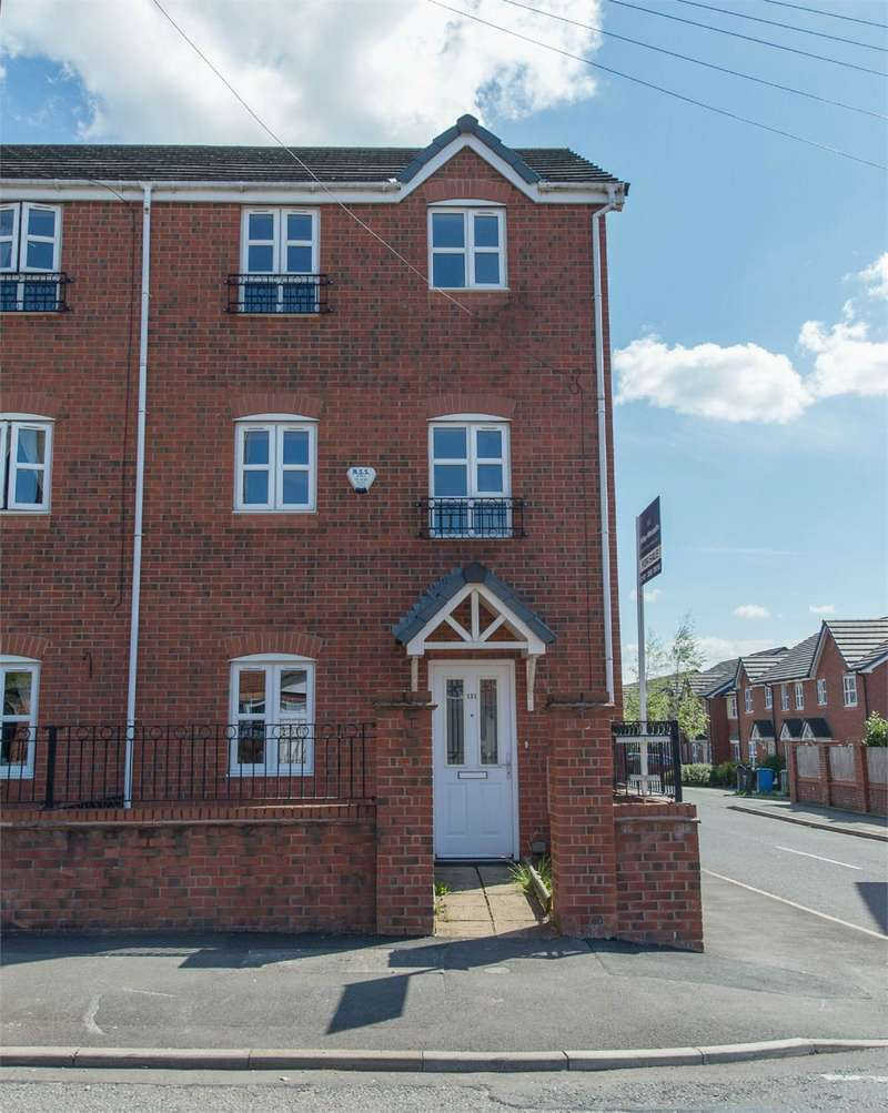 4 Bedrooms Semi Detached House for sale in Alfred Street, Bury, BL9