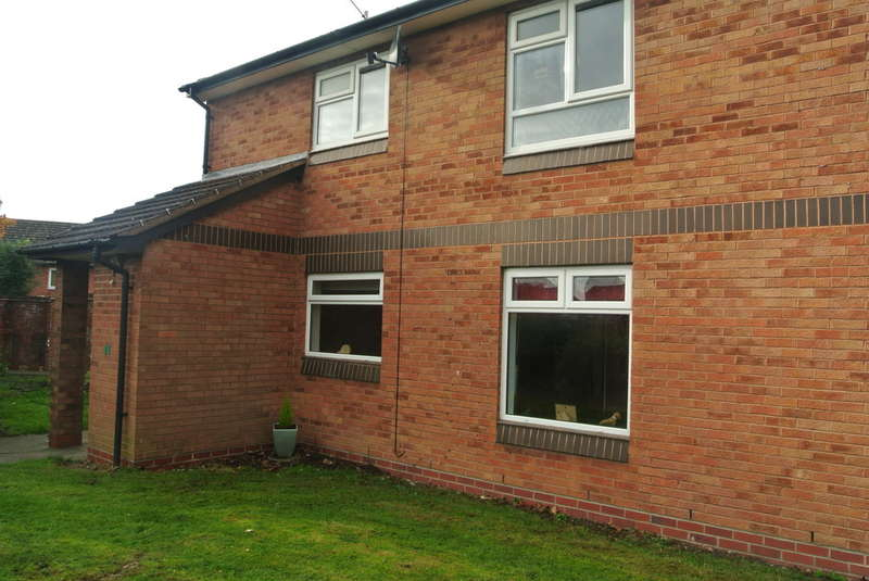 1 Bedroom Ground Flat for sale in Holmwood Gardens, Evesham