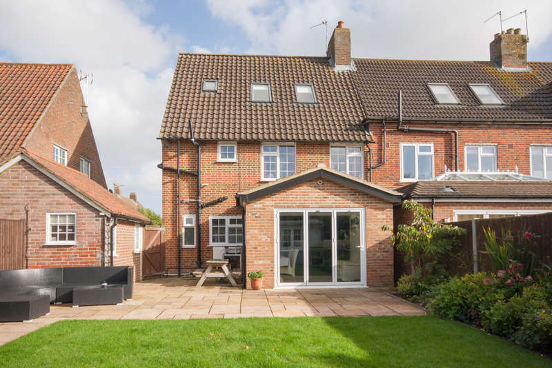 4 Bedrooms End Of Terrace House for sale in Howard Close, Walton On The Hill, Tadworth