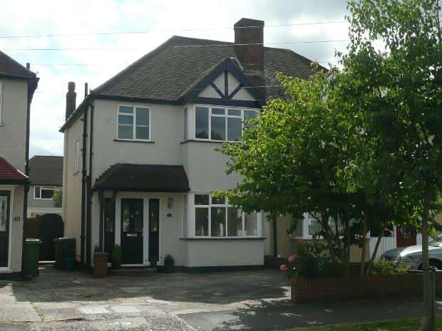 3 Bedrooms Semi Detached House for rent in Poole Road, West Ewell