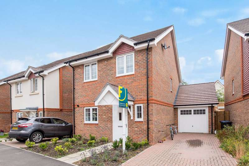 4 Bedrooms Detached House for rent in Brookwood Farm Drive, Knaphill, GU21